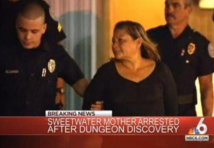 """Gladys Jaramillo le dijo a la policía que había dejado a su hijo """"en numerosas ocasiones encerrado en su cuarto con barras de acero en las ventanas"""". (nydailynews.com)"""