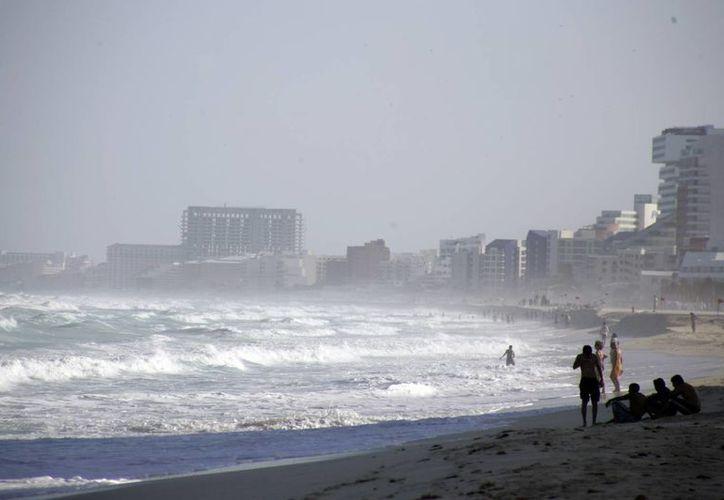 Frente frío deja pérdidas al sector turístico de Cancún. (Israel Leal/SIPSE)