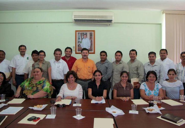 Alcaldes con representantes del Servicio Nacional de Empleo en Yucatán. (SIPSE)