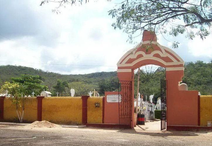 Cementerio de Tekax, al fondo se observa el cerro con el cual colinda. (Jorge Moreno/SIPSE)