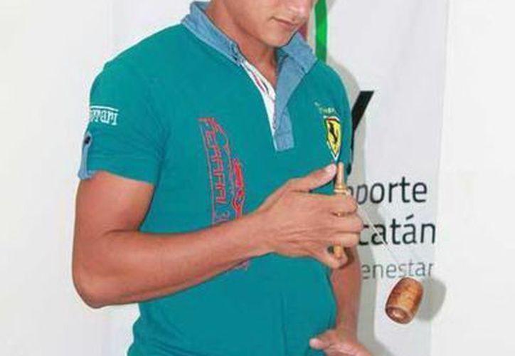 Pedro Zapata Rivero, campeón internacional en balero impuso un récord de capiruchos en un festival en Italia. (Milenio Novedades)