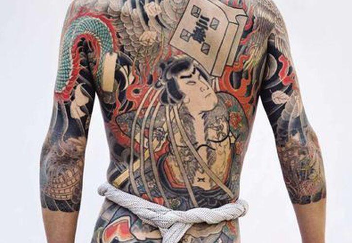 En Japón los tatuajes nacieron como castigo militar y con los años se transformaron en un colorido dibujo que cubre el cuerpo y se asocia a la mafia yakuza. (EFE)