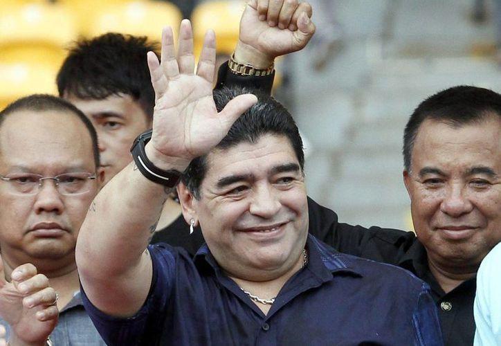 Está previsto que Maradona participe en campos de entrenamiento para jóvenes en las ciudades de Yakarta, la capital, Surabaya y Makassar. (EFE)