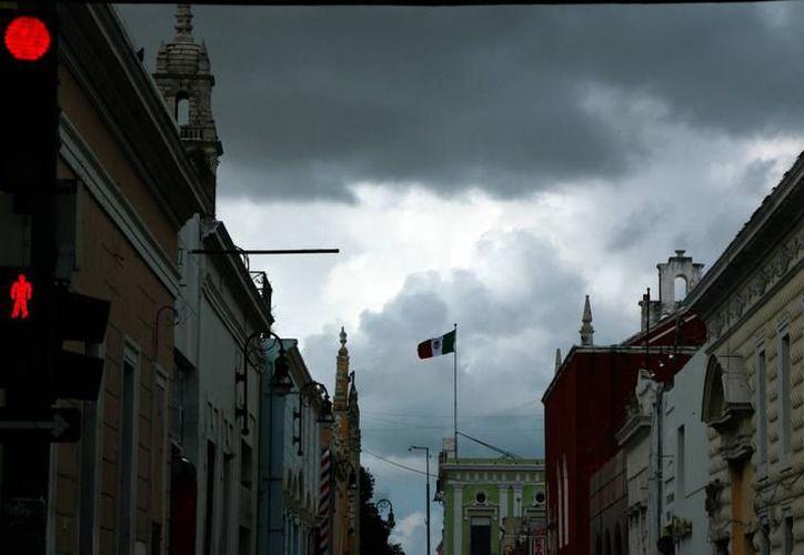 Para Yucatán se prevén chubascos con tormentas puntuales fuertes, así como cielo nublado. (Archivo SIPSE)
