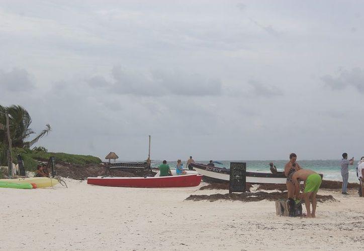 El clima lluvioso ha afectado la actividad náutica en Tulum, tras el cierre del puerto. (SIPSE)