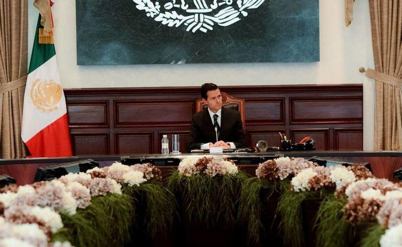 Peña Nieto recibió a periodistas como David Páramo y Ciro Gómez Leyva en la Residencia Oficial de Los Pinos. (Presidencia)