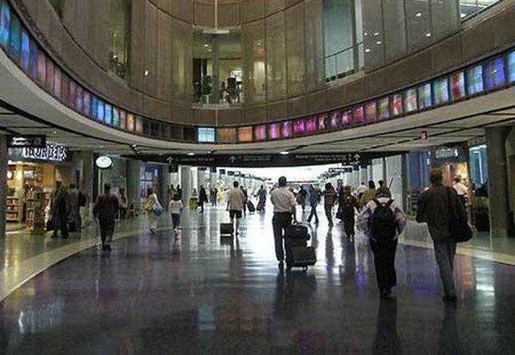 El aeropuerto internacional George Bush, en Houston fue cerrado esta tarde. (Agencias)