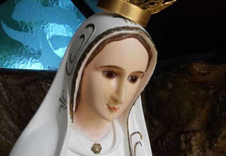 En la foto la estatua de la Virgen de Brindisi, Italia que durante la oración comienza a exudar gotas aceite de color dorado. (Foto de contexto tomada de forosdelavirgen.org)
