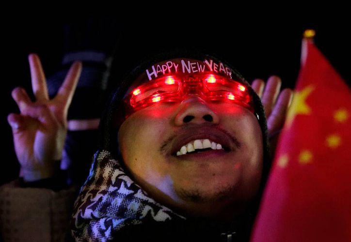 En todo el mundo -la imagen corresponde a China-, la llegada del año 2015 fue recibida con esperanza. También en SIPSE.com, por eso, antes que nada, le damos gracias por su preferencia. (AP)