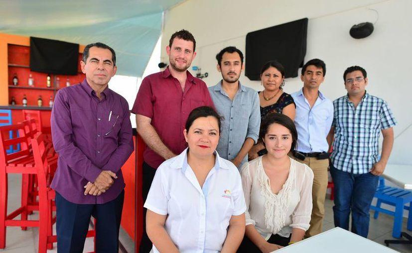 """maestros y alumnos del Inter y miembros de """"Construyendo Sonrisas"""" dieron a conocer los pormenores del evento. (Luis Pérez/SIPSE)"""