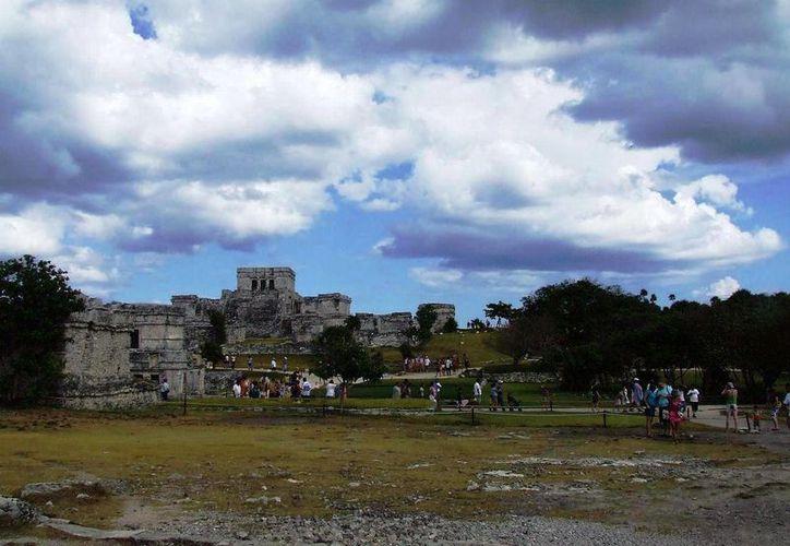 Alrededor de mil 200 turistas ingresaron a la zona arqueológica. (Rossy López/SIPSE)