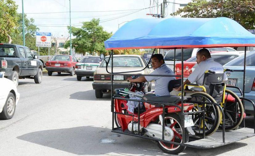Los ruleteros consideran que los afecta la operación de los mototaxis, aunque no pueden circular en avenidas rápidas. (Redacción/SIPSE)