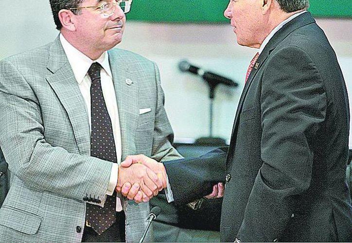El diputado Francisco Arroyo Vieyra con el líder del sindicato. (Milenio)