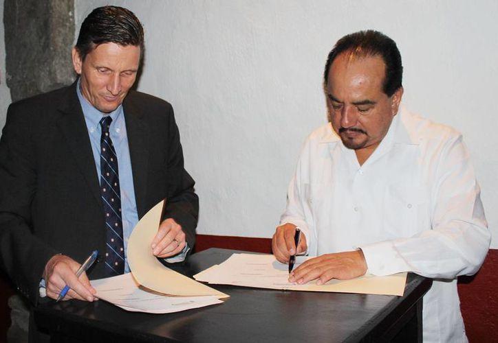 Thomas Meller, director general de la iniciativa, firmó un convenio de colaboración con la Confederación Nacional Turística. (Redacción/SIPSE)