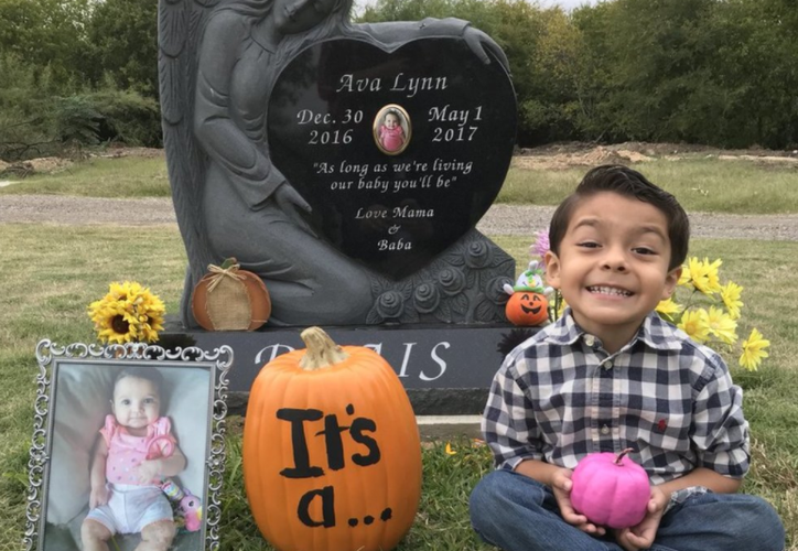Alex, de 4 años le canta 'Recuérdame' a su hermanita fallecida. (Twitter)