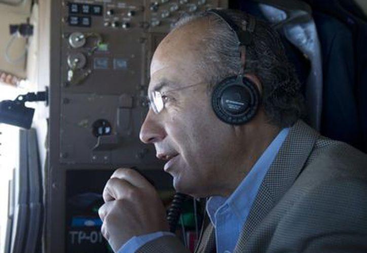 El mandatario agradeció por radio a los pilotos de los cazas f5. (Notimex)