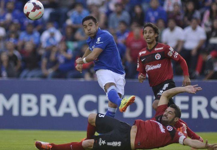 Un autogol de Pellerano y un gol del defensa Julio César Domínguez guiaron al Cruz Azul a la final de Concachampions. (Notimex)