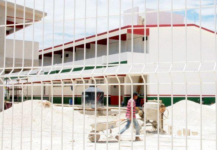 """El 18 de agosto abrirá la escuela secundaria """"Carlos Monsiváis"""" ubicada en la colonia Altamar.  (Irving Canul/SIPSE)"""