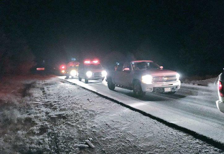 La vialidad se vio afectada por la caída de nieve. (Twitter/uepcdurango)