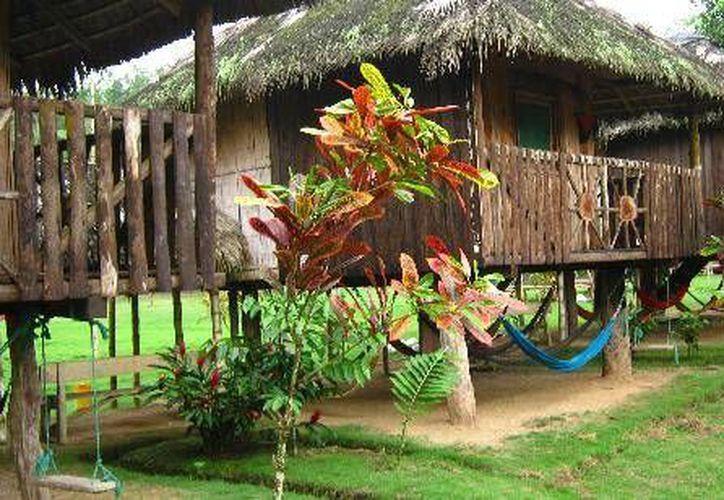 Como parte de un proyecto ecoturístico que pretenden llevar a cabo ejidatarios de Bacalar, edificarán 10 cabañas de descanso. (Javier Ortiz/SIPSE)