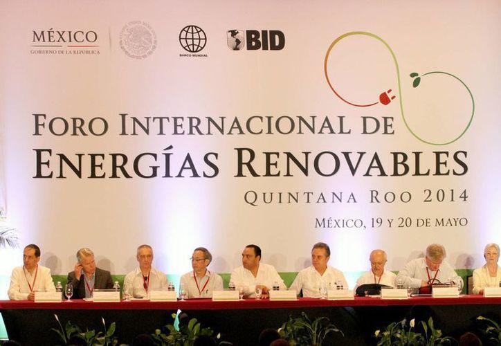 Durante el Foro Internacional de Energías Renovables, especialistas en la materia destacaron el potencial de Quintana Roo en cuanto a la captación de radiación solar.  (Adrián Monroy/SIPSE)