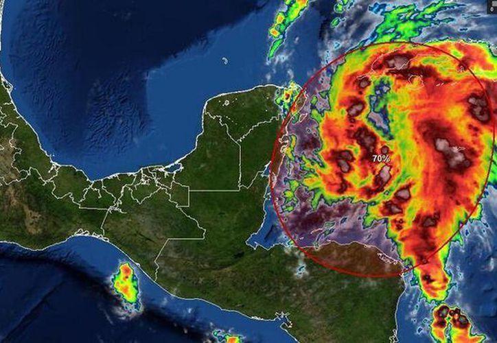 Esta baja presión afectará la Península de Yucatán en el transcurso de esta tarde. (Twitter/ClimaYucantán)