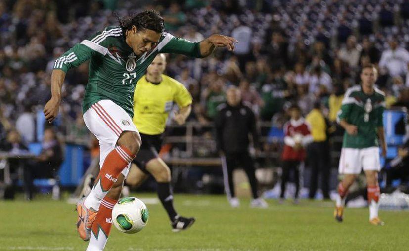 'El Gullit' Peña amplió la ventaja del Tri a 2-0 cuando aún se jugaba el primer tiempo. (Agencias)