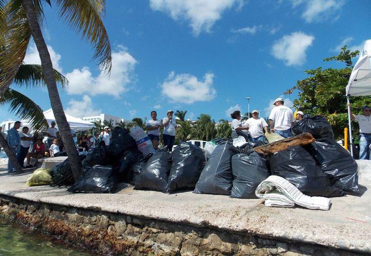 Durante la Jornada de Limpieza de Playas se recorrió una extensión de más de 20 kilómetros. (Tomás Álvarez/SIPSE)