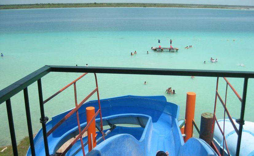 La laguna de Los Siete Colores y el Balneario Ejidal registraron presencia de visitantes provenientes de cinco Estados. (Javier Ortiz/SIPSE)