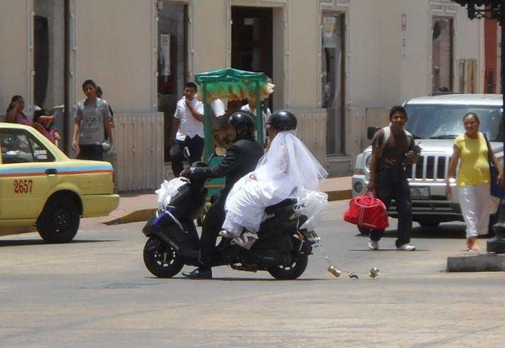 La pareja iba bien protegida con sus respectivos cascos. (SIPSE)
