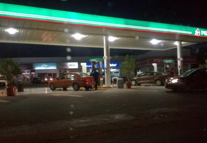 Este jueves el precio de la magna bajó solamente  un centavo, ofreciéndose en 15.58 el litro. (SIPSE)
