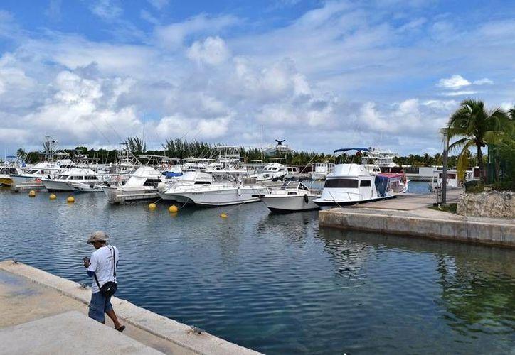 Operadores y propietarios de embarcaciones reciben sanción si lavan sus embarcaciones con solventes. (Foto: Gustavo Villegas/ SIPSE)
