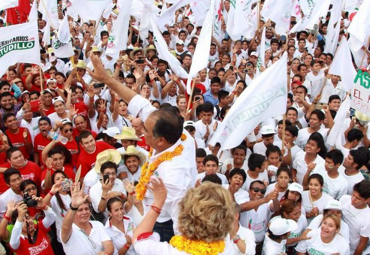 El INE aprobó el  pasado 13 de mayo el acuerdo de veda electoral, la cual dará inicio el próximo 4 de junio. En la imagen el candidato a a gobernador de Guerrero por el PRI, Héctor Astudillo Flores, al cerrar campaña en Acapulco. (Notimex)