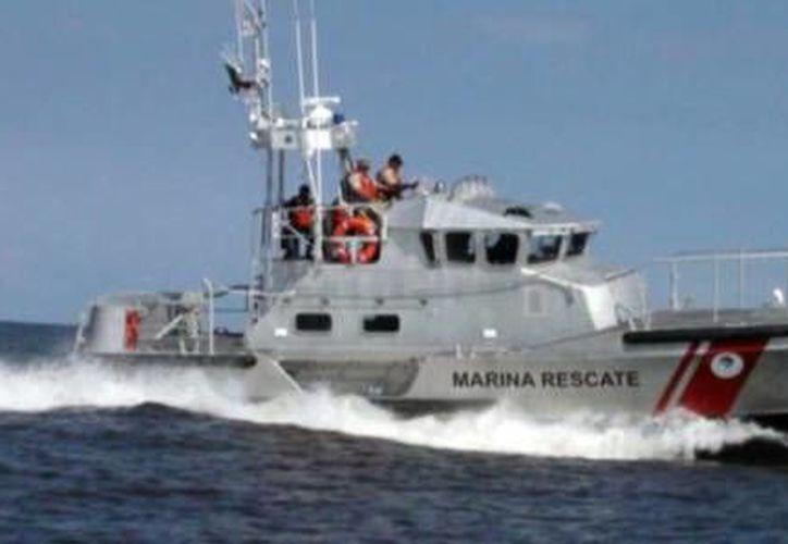 Uno de los navíos de la Armada de México escoltará a los yates en su arribo a la meta. (SIPSE)