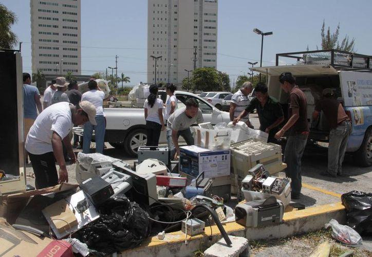 Cada vez participan más personas en el reciclatón. (Tomás Álvarez/SIPSE)