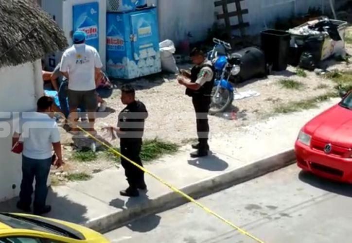 """Javier H.F.H (a) """"El Güero"""", de 46 años de edad, fue ejecutado a las puertas de su restaurante """"Ina Beach"""", ubicado en la calle 20 por 17 de Chicxulub Puerto. (SIPSE)"""