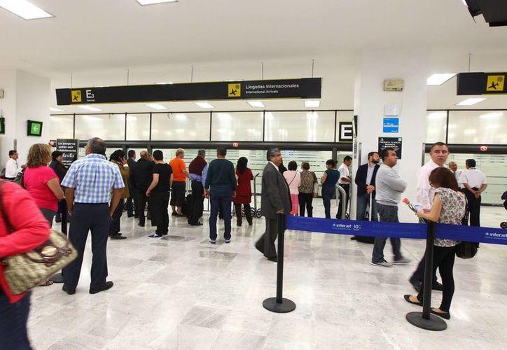 El número de pasajeros entre México y EU ha registrado un incremento del 5 por ciento anual, según estimaciones. (Archivo/Notimex)