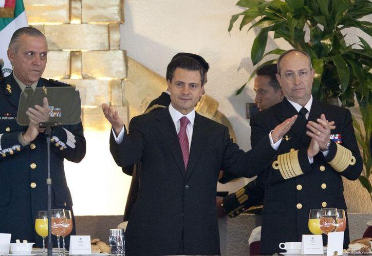 Peña Nieto acudió a un desayuno que le ofrecieron Ejército y la Marina en el Colegio Militar. (Agencias)