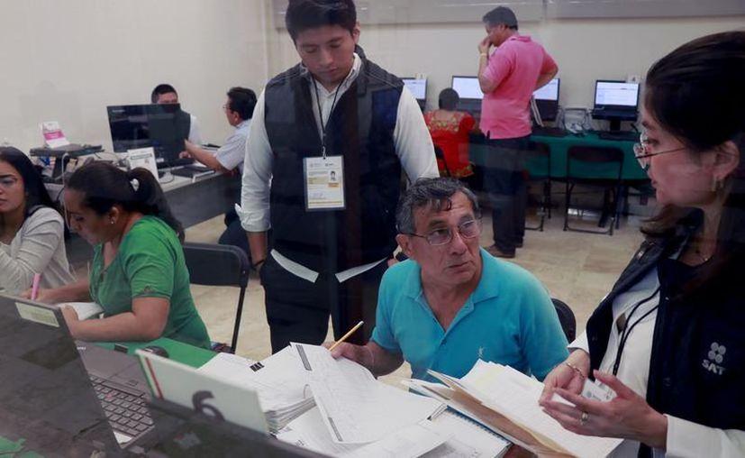 El SAT puso en servicio un simulador de declaración anual para que evites papeleos. (Jorge Acosta/Novedades Yucatán)