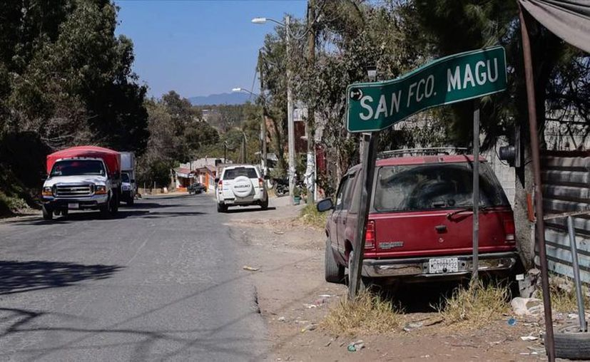 La vía principal de San Francisco Magú, el poblado conocido por no pagar impuestos en México. (Karlos Reyes/elpais.com)
