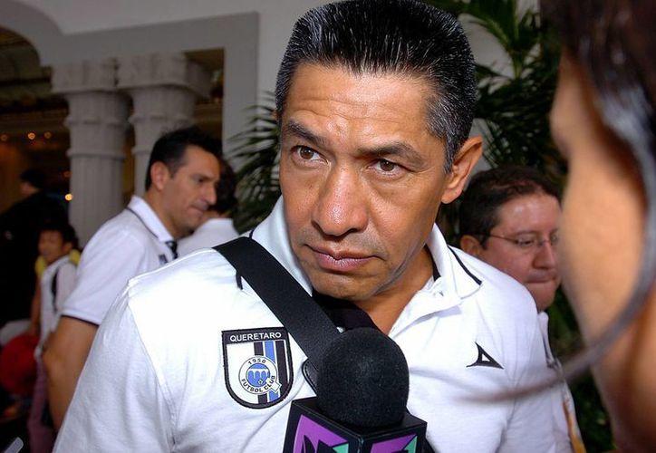 Ignacio Ambriz fue expulsado porque reclamó al árbitro Jorge Antonio Pérez sus decisiones que, según sintió, perjudicaron a su equipo. (Archivo Notimex)