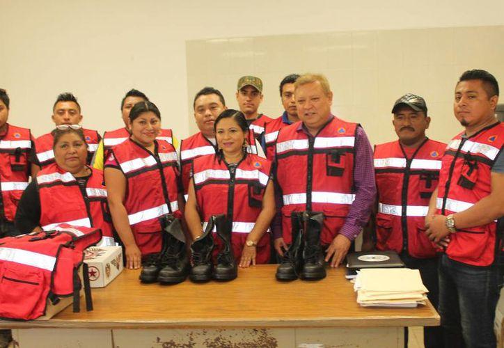El personal tiene la encomienda de resguardar la integridad física de las familias. (Raúl Balam/SIPSE)
