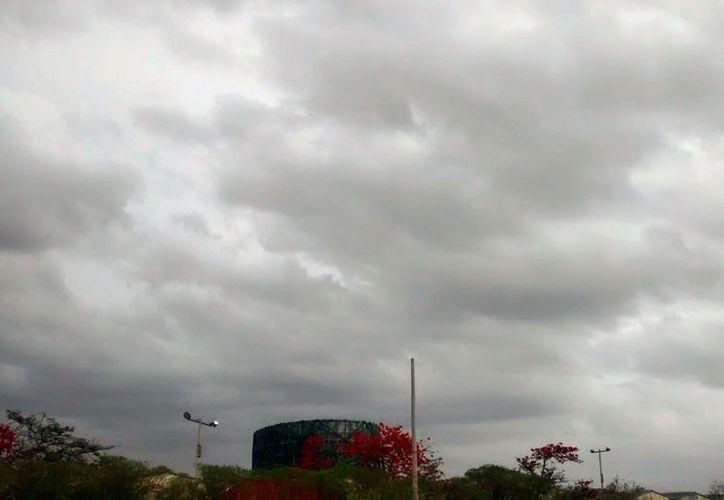 Se espera una semana lluviosa, según el pronóstico de Conagua, debido a varios fenómenos climáticos, incluida una onda tropical. (Eduardo Vargas/SIPSE.com)