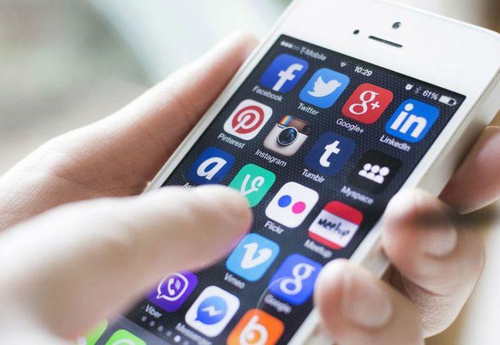 Al menos el 30 por ciento evita las noticias en redes sociales por desconfianza. (Contexto/Internet).