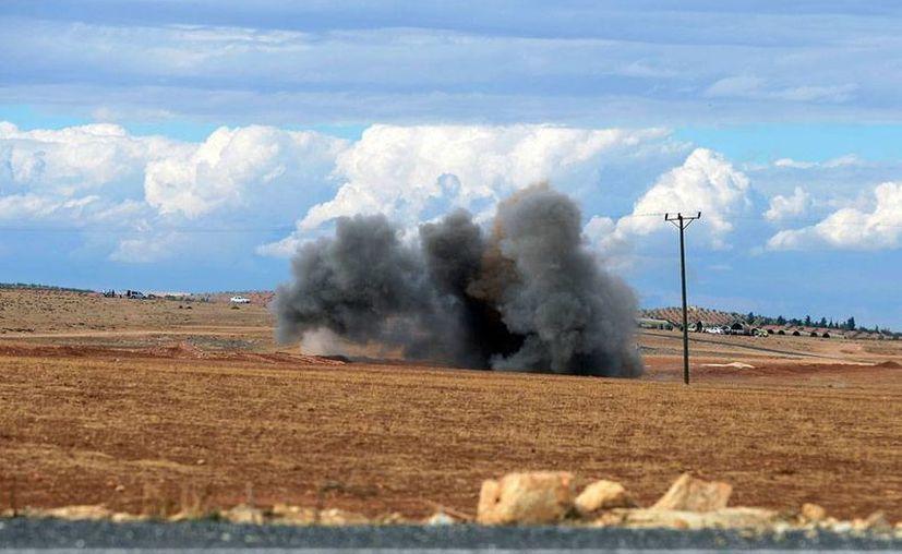 Liderados por EU, la coalición que combate al Estado Islámico bombardeó 4 ciudades. Un proyectil se impacta en territorio turco, cerca de la frontera con Siria. La imagen es de contexto. (AP)