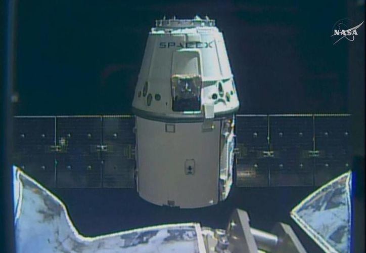 SpaceX entregó exitosamente la cápsula Dragon en la Estación Espacial Internacional. (AP)