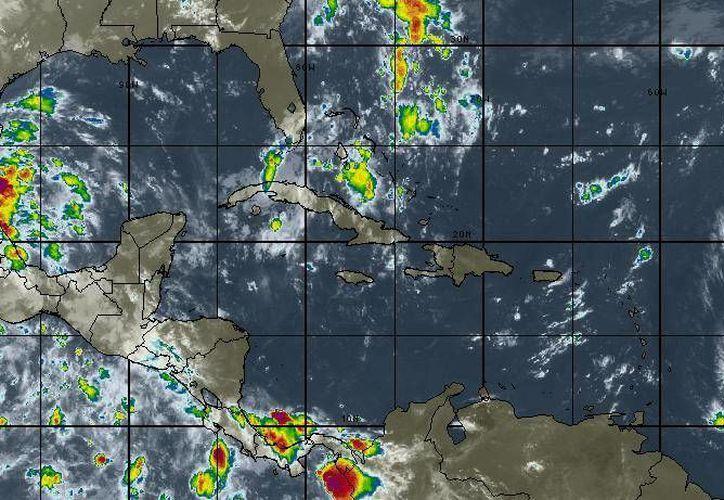 La entrada de humedad del Golfo de México y el Mar Caribe originará lluvias con intervalos de chubascos. (Intellicast)