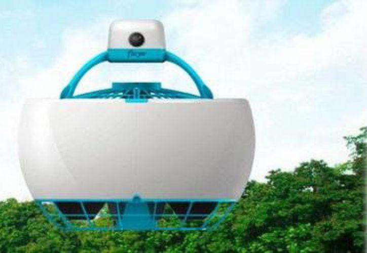 Los investigadores belgas Laurent Eschenauer y Dimitri Arendt, crearon <i>Fleye</i>, el primer dron de forma esférica que mantiene las aspas y demás zonas que podrían provocar lesiones en las personas, ocultas debajo del diseño. (Twitter: @XabesCom)