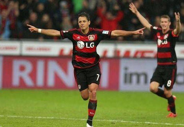 Javier Hernández  inicio la remontada para que el Bayer Leverkusen se llevará la victoria de la Copa Alemana frente a Unterhaching. (Notimex)