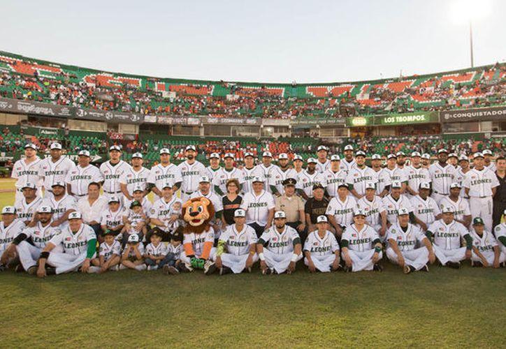 El grito reprimido desde hace 12 años, al fin se pudo gritar a todo pulmón: los Leones de Yucatán son campeones. (Milenio Novedades)